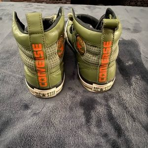High top sneakers slightly (Used)